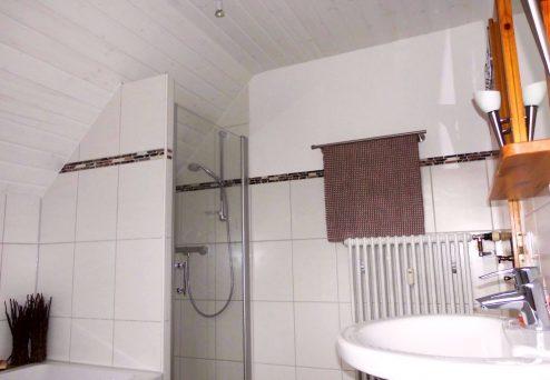 Gästehaus Abendsonne: Badezimmer mit Dusche…