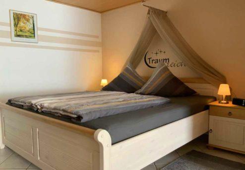 Ferienwohnung Ambiente: Separates Schlafzimmer mit Doppelbett und…